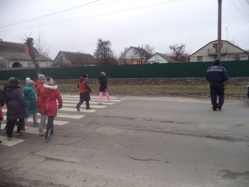 В Новоград-Волинській ЗОШ №6 інспектор поліції провів бесіду з учнями на тему: «Безпека поведінки на дорозі», фото-5