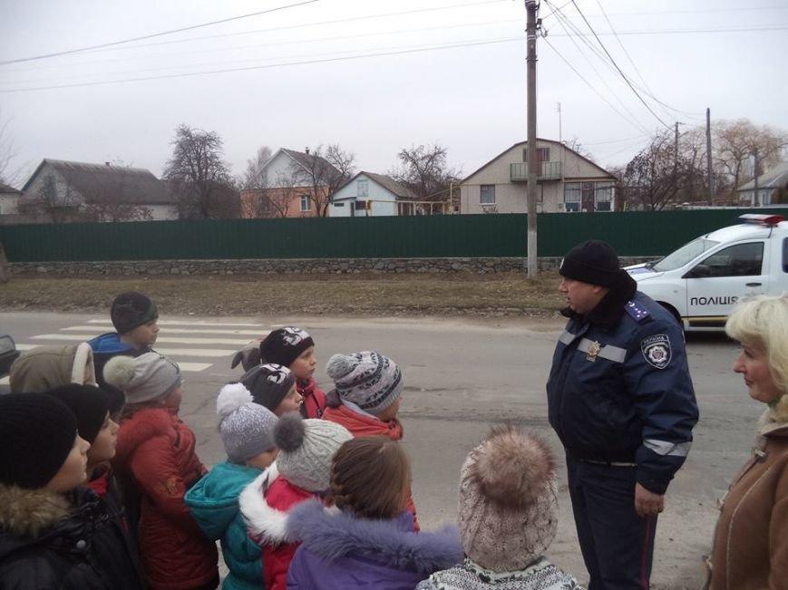 В Новоград-Волинській ЗОШ №6 інспектор поліції провів бесіду з учнями на тему: «Безпека поведінки на дорозі», фото-4