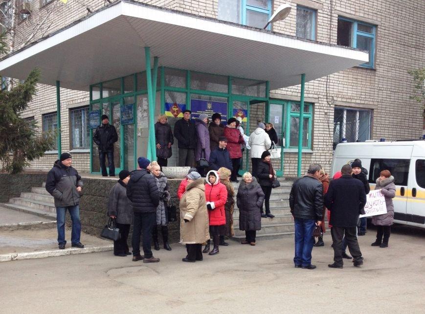 Персонал Никопольской станции скорой помощи продолжает отстаивать своё здание (фото), фото-1