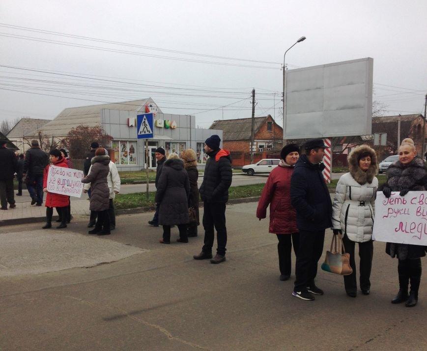 Персонал Никопольской станции скорой помощи продолжает отстаивать своё здание (фото), фото-9