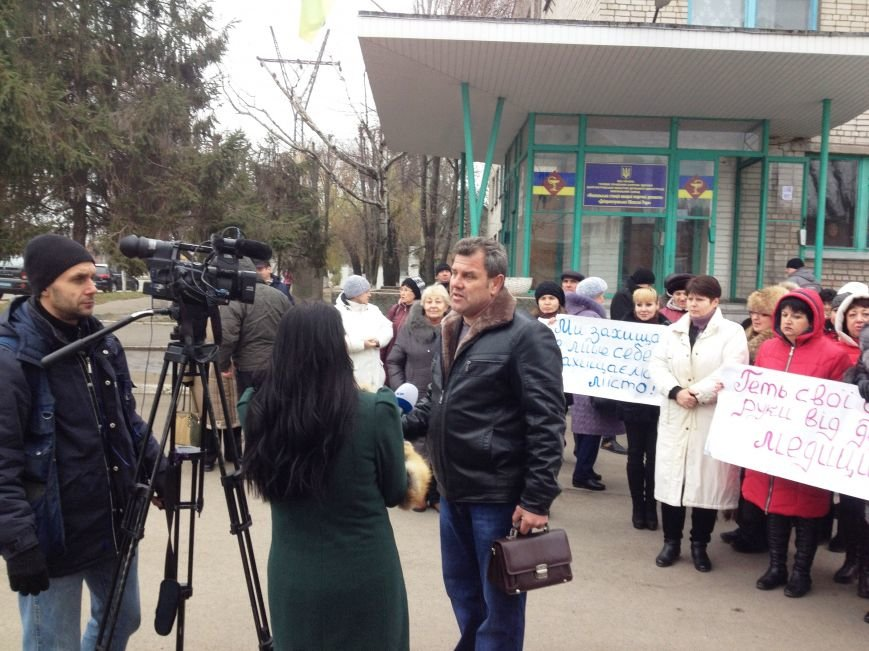 Персонал Никопольской станции скорой помощи продолжает отстаивать своё здание (фото), фото-23