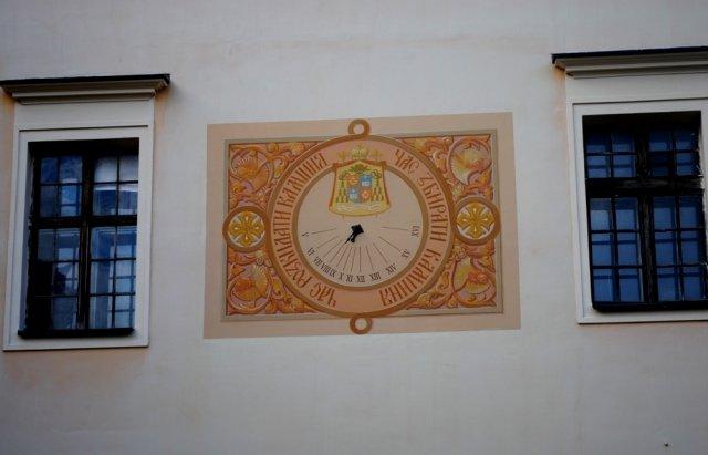 Оце так! 4 роки в Ужгороді сонячний годинник вказує містянам на точний час