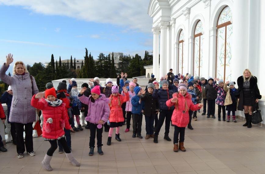 Ялтинский театр «Солис» представил гаспринским школьникам интерактивную музыкальную сказку, фото-1