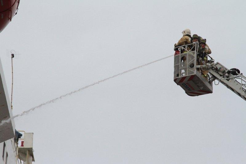 В Севастопольском морском порту тушили корабль «Новороссийск» (ФОТО), фото-4