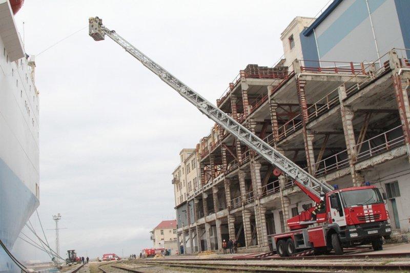 В Севастопольском морском порту тушили корабль «Новороссийск» (ФОТО), фото-3