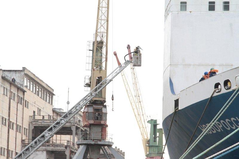 В Севастопольском морском порту тушили корабль «Новороссийск» (ФОТО), фото-5