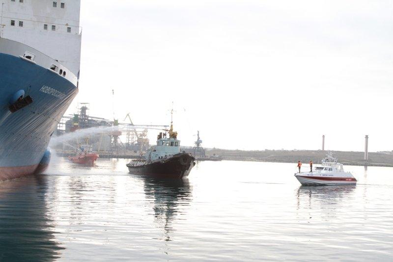 В Севастопольском морском порту тушили корабль «Новороссийск» (ФОТО), фото-6