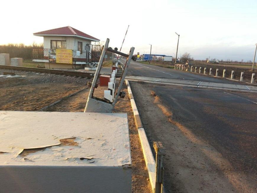 """Под Мелитополем лихач на """"жигулях"""" снес два шлагбаума (фото), фото-2"""