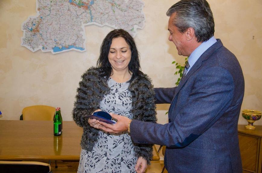 1 У ДніпроОДА нагородили волонтерку Діану Дольс.
