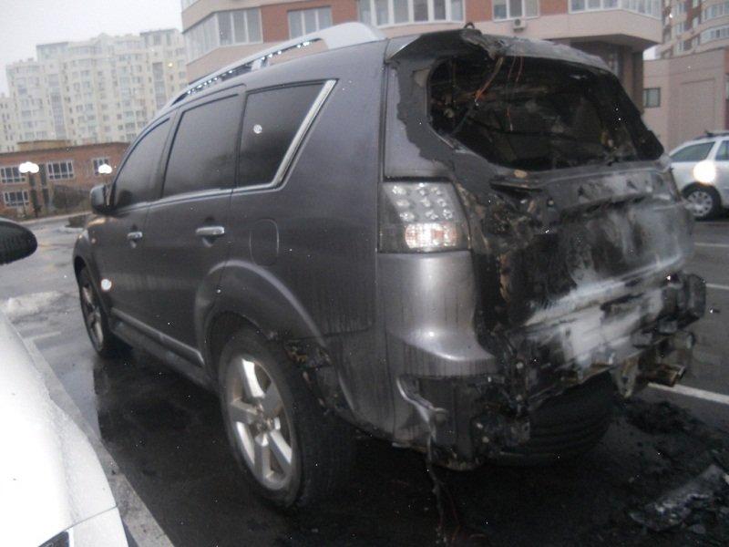 """У Броварах згоріло авто """"Mitsubishi Outlander"""", а на Броварщині дачний будинок (ФОТО), фото-2"""