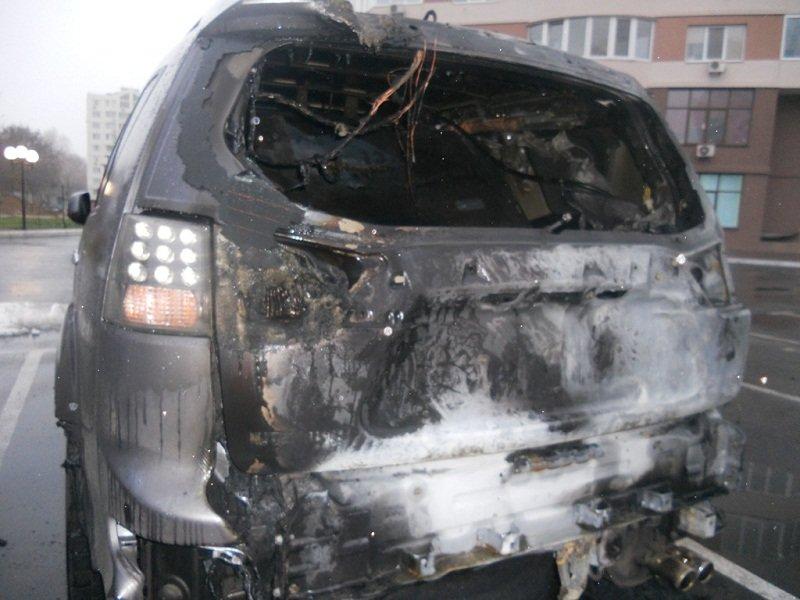 """У Броварах згоріло авто """"Mitsubishi Outlander"""", а на Броварщині дачний будинок (ФОТО), фото-1"""