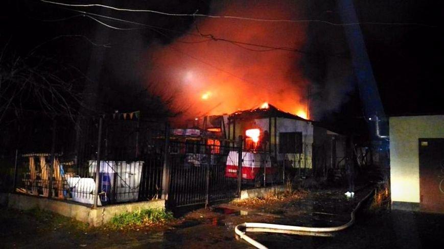В Симферополе ночью сгорело кафе (ФОТО, ВИДЕО, обновлено), фото-3