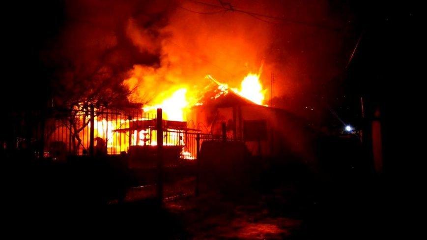 В Симферополе ночью сгорело кафе (ФОТО, ВИДЕО, обновлено), фото-1