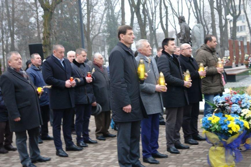 Івано-Франківськ вшанував пам'ять жертв Голодомору, запаливши символічні свічки (ФОТО), фото-8