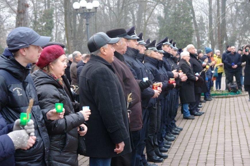 Івано-Франківськ вшанував пам'ять жертв Голодомору, запаливши символічні свічки (ФОТО), фото-3