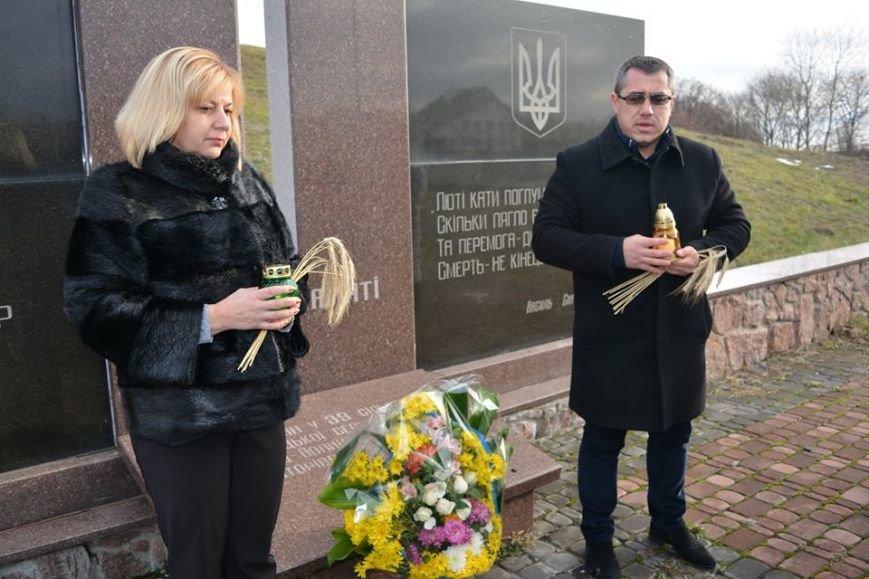 У Новоград-Волинському районі вшанували пам'ять жертв голодоморів, фото-1