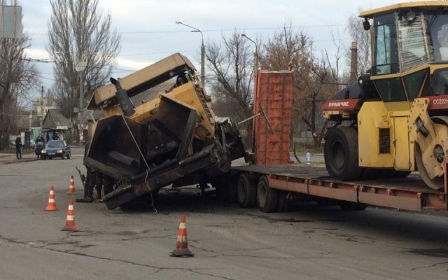 «Сбежавший» асфальтоукладчик стал причиной дорожных заторов в Запорожье (фото), фото-2