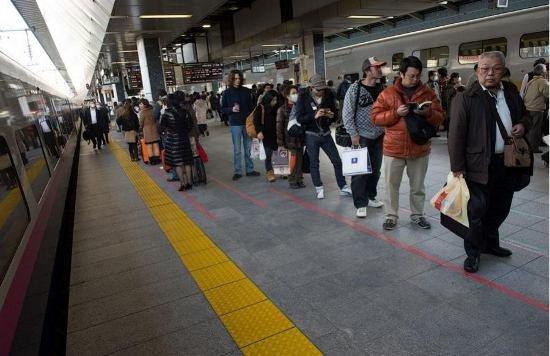 Япония запускает в эксплуатацию новый скоростной поезд (фото, видео), фото-6