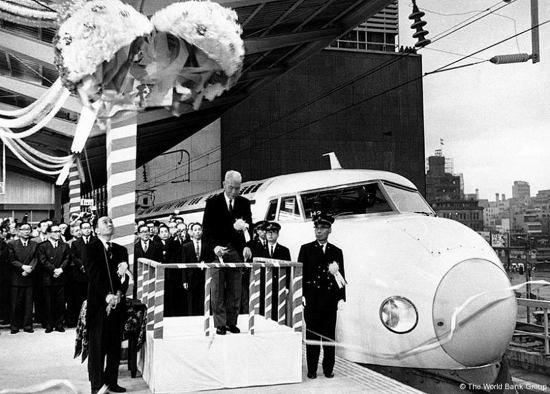 Япония запускает в эксплуатацию новый скоростной поезд (фото, видео), фото-2