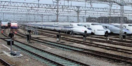 Япония запускает в эксплуатацию новый скоростной поезд (фото, видео), фото-13
