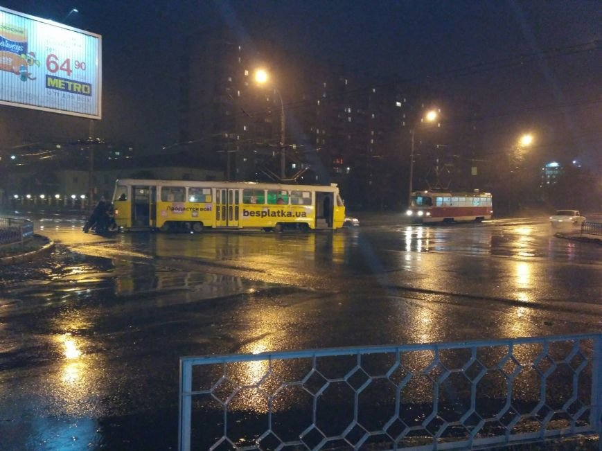 В Харькове пассажиры толкали...трамвайный вагон (ФОТО), фото-1