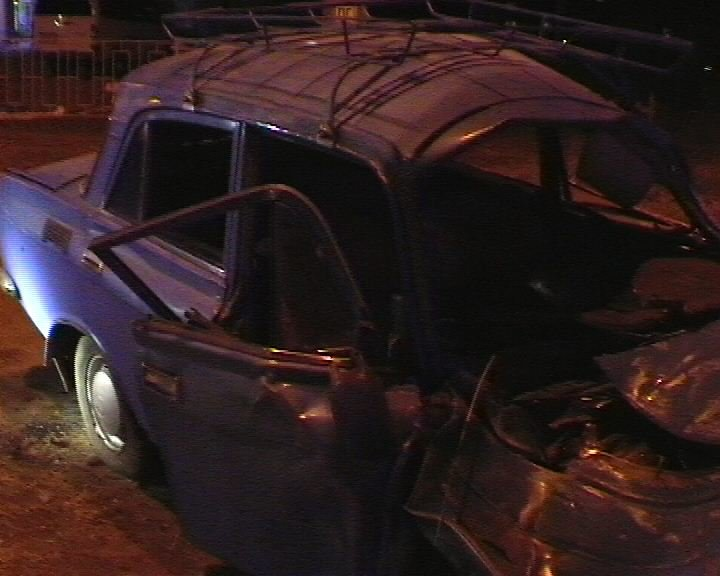 В Сумах «Москвич» въехал в электроопору: пассажирка оказалась в металлической ловушке (ФОТО), фото-1