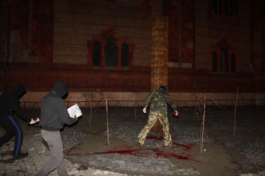 В Ужгороді невідомі поглумилися над нещодавно відкритим пам'ятником жертвам Голокосту: фото, фото-4