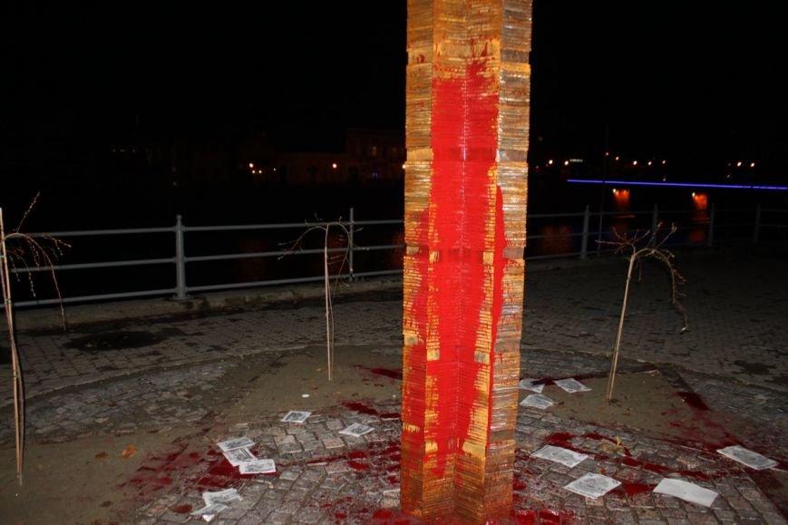 В Ужгороді невідомі поглумилися над нещодавно відкритим пам'ятником жертвам Голокосту: фото, фото-3