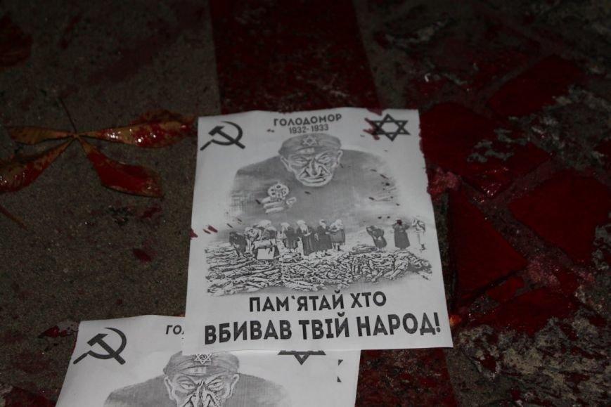 В Ужгороді невідомі поглумилися над нещодавно відкритим пам'ятником жертвам Голокосту: фото, фото-2