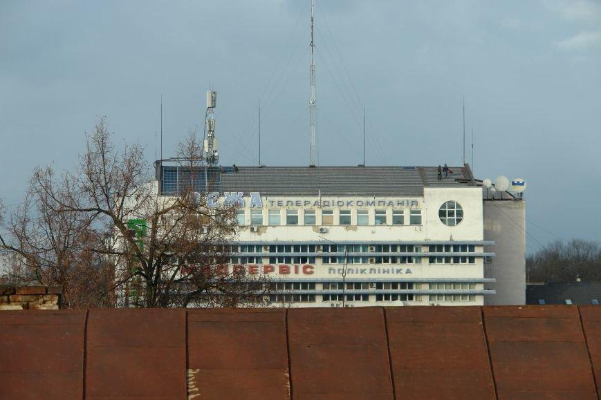На адмінбудівлі в центрі міста почали монтувати сонячні панелі (ФОТО), фото-1