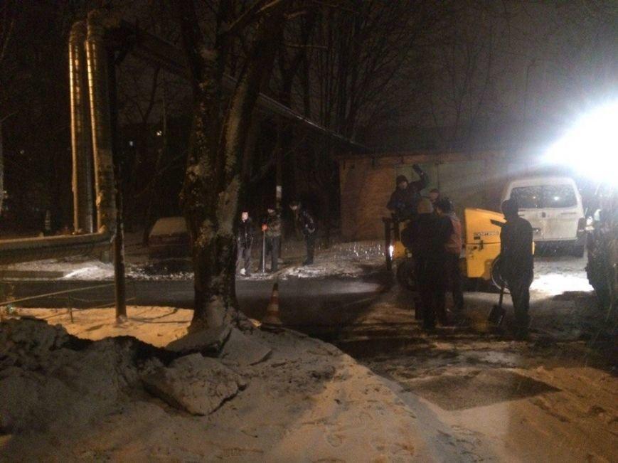Снег ремонту не помеха: в Полтаве снова укладывают асфальт во время снегопада (Фотофакт), фото-1