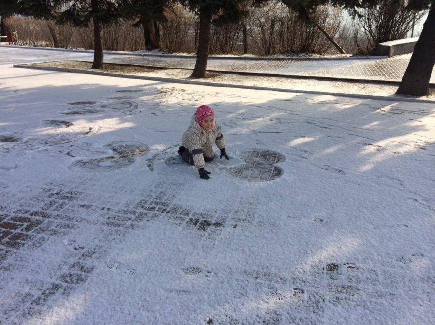 Первый снег в Мариуполе  порадовал с утра, но уже успел растаять (ФОТО), фото-7