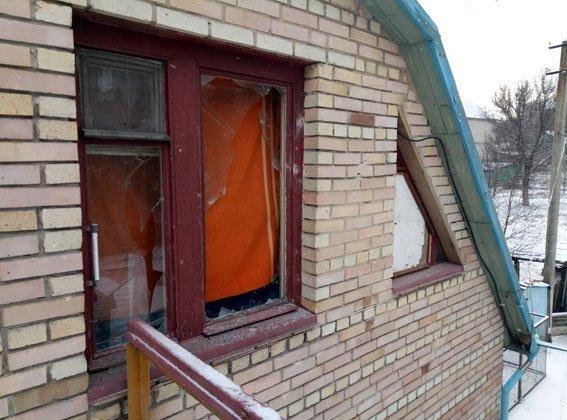 Боевики обстреляли Авдеевку - ранен мужчина, разрушены дома (ФОТО), фото-2
