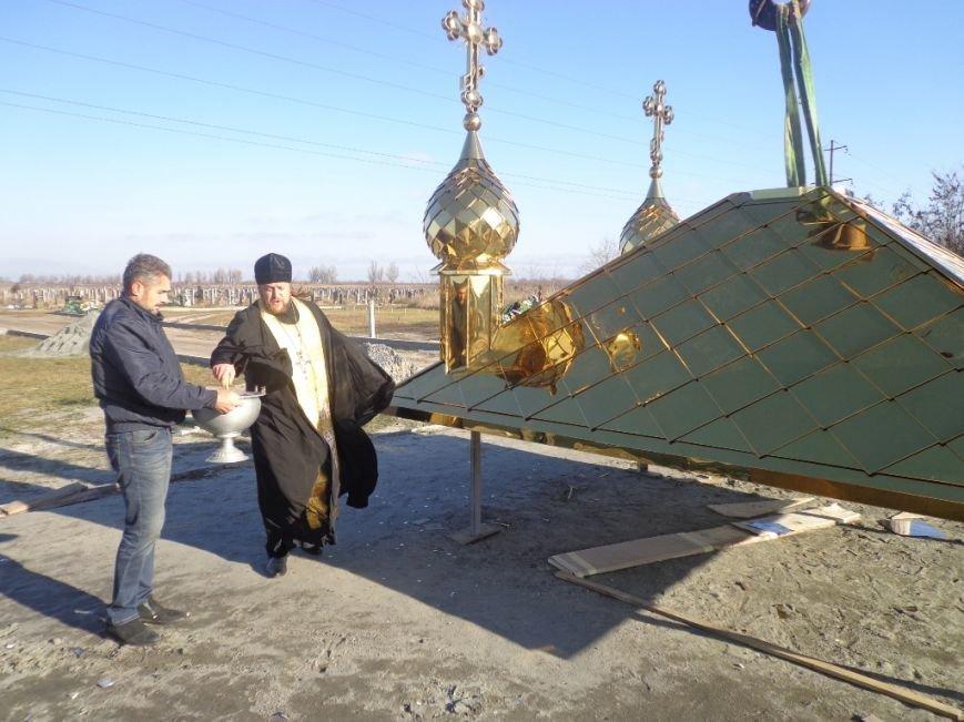 На часовню святого Николая возвели купола с освященными крестами (фото), фото-2