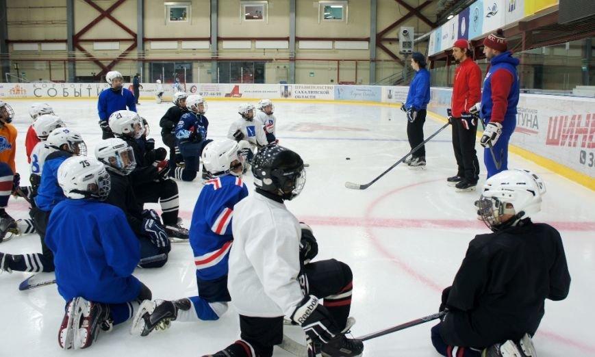 Игроки ПСК «Сахалин» поздравили юных хоккеистов «Кристалла» с профессиональным праздником, фото-3