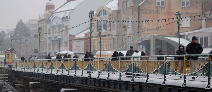 В Ужгород йде сильний сніг, фото-15