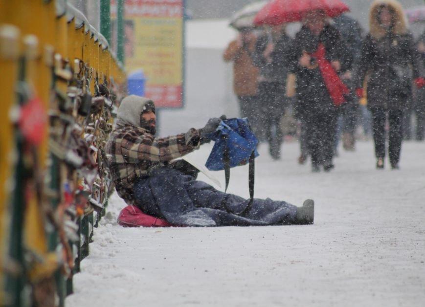 В Ужгород йде сильний сніг, фото-6