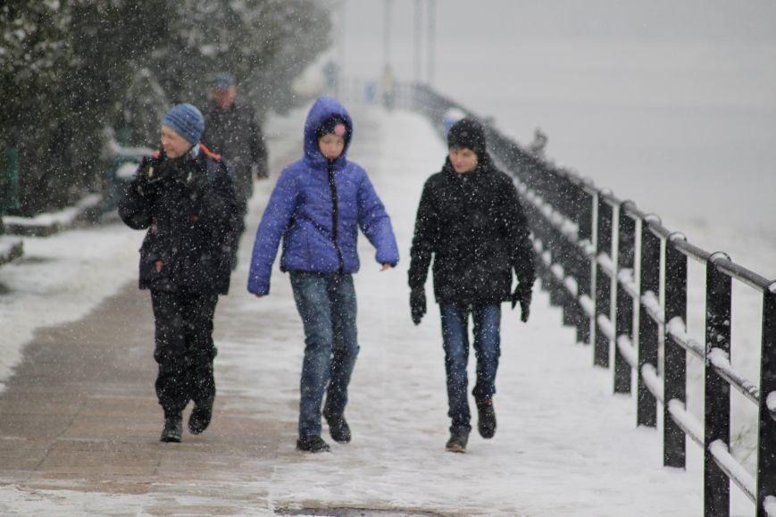 В Ужгород йде сильний сніг, фото-17