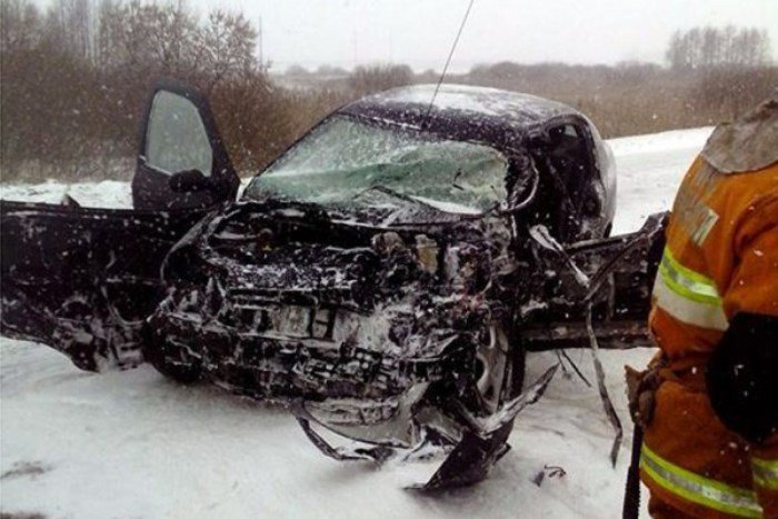В Поставском районе лоб в лоб столкнулись легковушка и грузовик - пострадали две девушки, фото-1