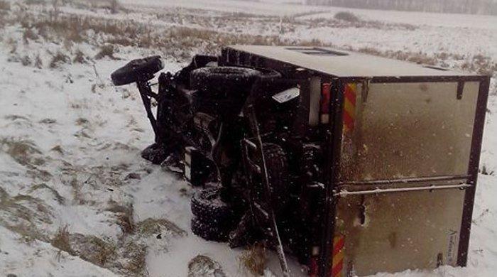 В Поставском районе лоб в лоб столкнулись легковушка и грузовик - пострадали две девушки, фото-2