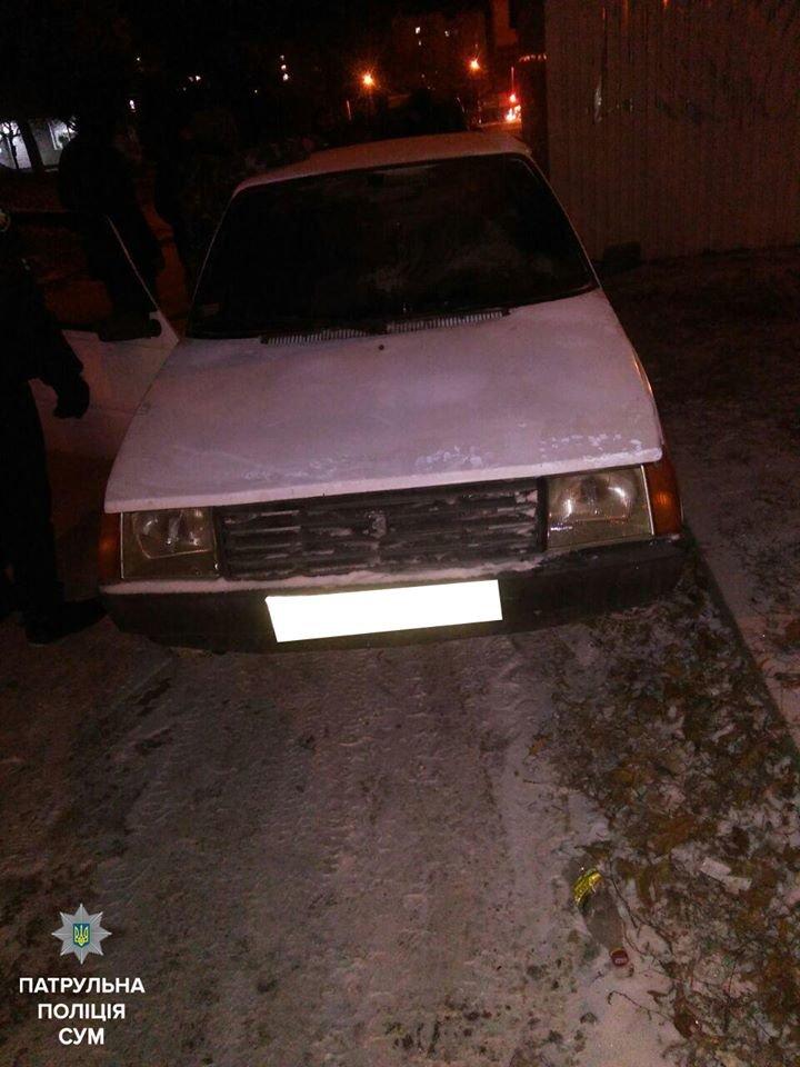 В Сумах двое пытались угнать неисправный автомобиль, толкая его руками (ФОТО), фото-2