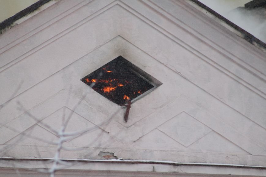 В Ужгороді з палаючого СІЗО евакуювали 9 ув'язнених жінок та дітей: фото, відео, фото-3