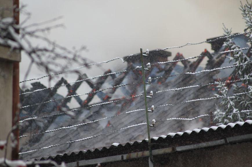 В Ужгороді з палаючого СІЗО евакуювали 9 ув'язнених жінок та дітей: фото, відео, фото-5