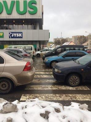 У Тернополі горе-водії паркуються на пішохідному переході, фото-1