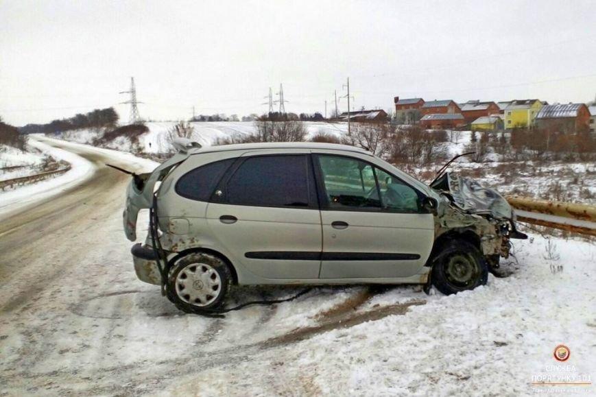 На Тернопільщині автомобіль не поділив дорогу з мікроавтобусом (фото), фото-1