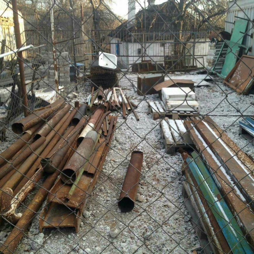 В Каменском супруги устроили нелегальный пункт приема металлолома во дворе арендованного дома, фото-3