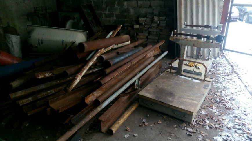 В Каменском супруги устроили нелегальный пункт приема металлолома во дворе арендованного дома, фото-5