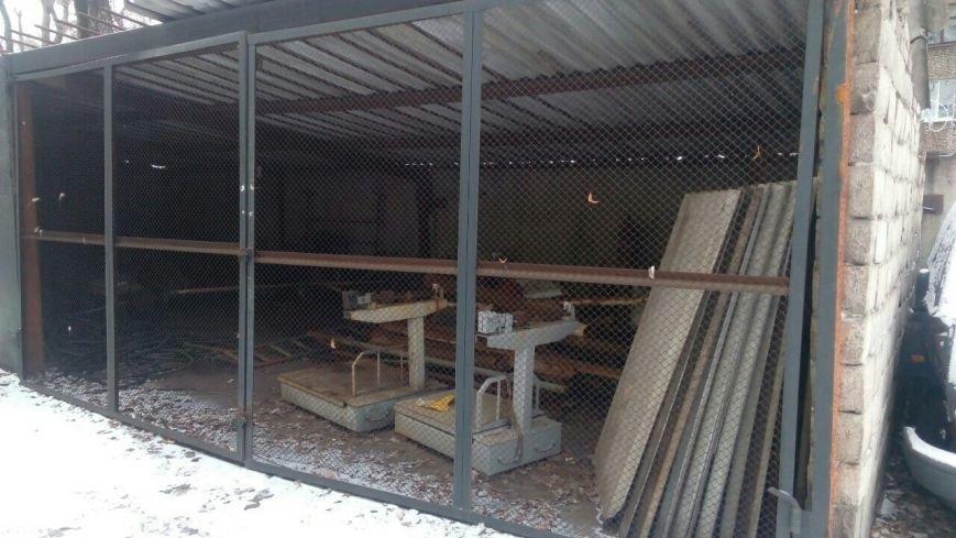 В Каменском супруги устроили нелегальный пункт приема металлолома во дворе арендованного дома, фото-1