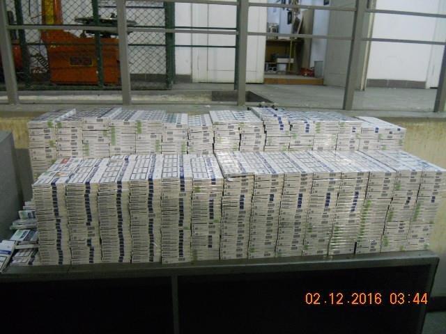"""Майже 5 тисяч пачок цигарок українець намагався перевезти через митний пост """"Тиса"""": фото, фото-1"""