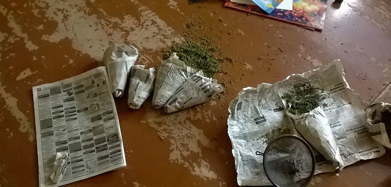 В Бахмуте полицейские у местных жителей изымают заготовки на зиму, фото-2